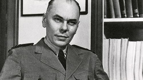 Howard Aiken salah satu penemu komputer