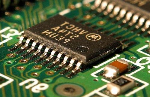 fungsi chipset adalah