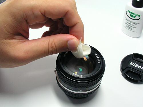 cara membersihkan lensa kamera untuk pemula