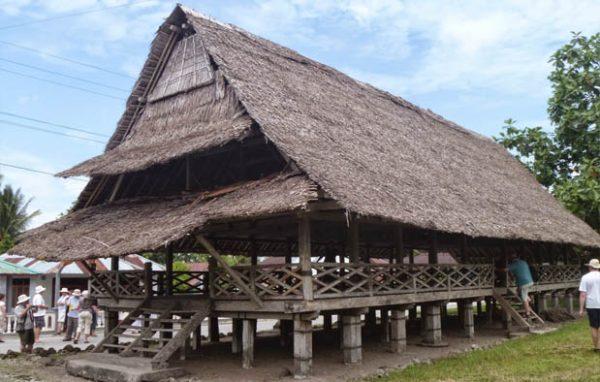 rumah adat Maluku - Rumah Adat Baileo