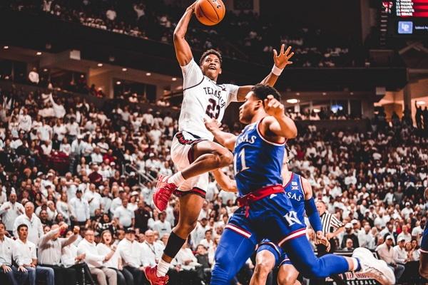 Poin akan diberikan ke tim lawan jika pemain basket di tim lain