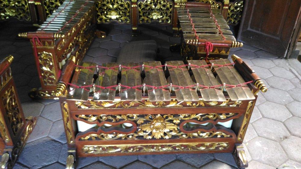 Instrumen Selenthem Jawa Tengah