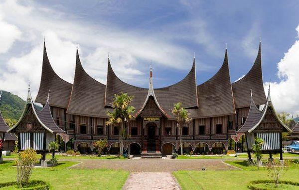 Ciri khas rumah adat minangkabau