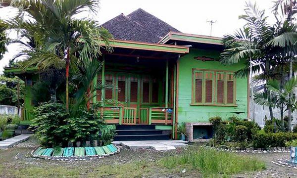 Rumah Adat Kalimantan Selatan Tadah Alas