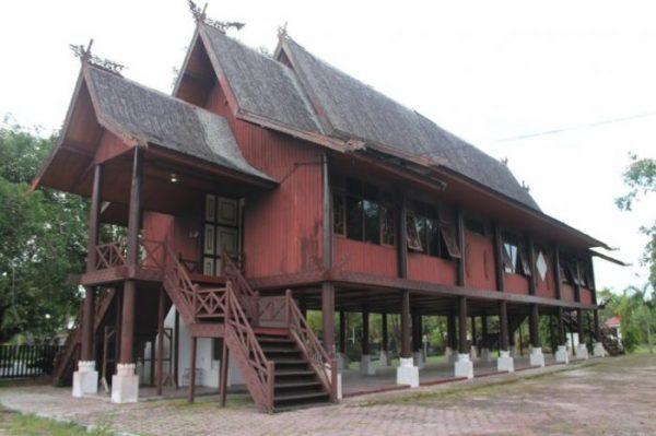 Ciri-Ciri Rumah Adat Kalimantan Barat