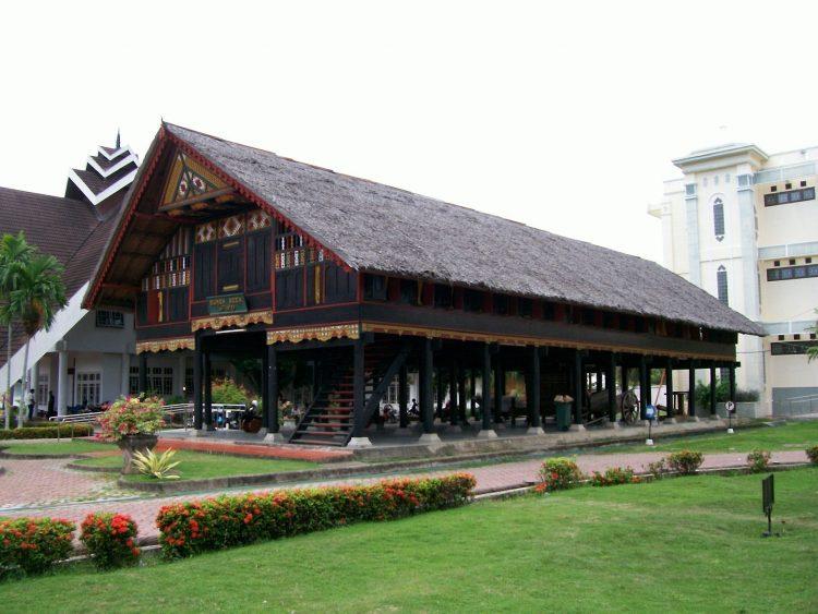 77 Gambar Rumah Adat Jawa Timur Hitam Putih Gratis