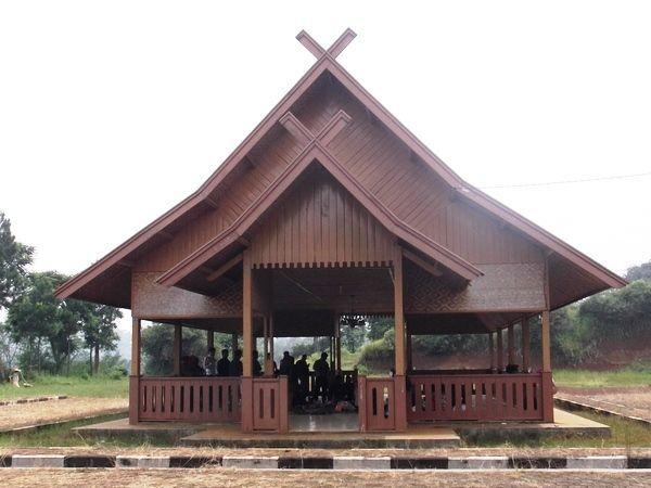 Rumah Adat Jawa Barat Julang Ngapak