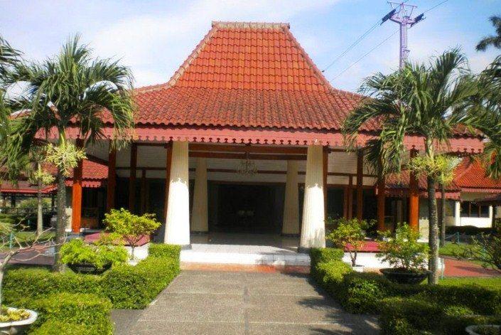 Rumah Adat Jawa Barat Kasepuhan Cirebon