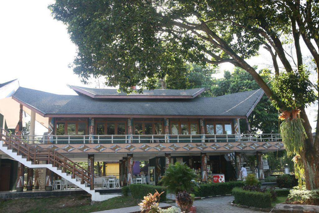 rumah adat Papua Rumsam