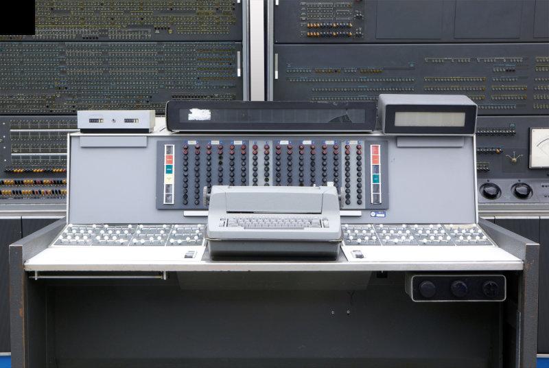 Ciri-Ciri Komputer Generasi Kedua