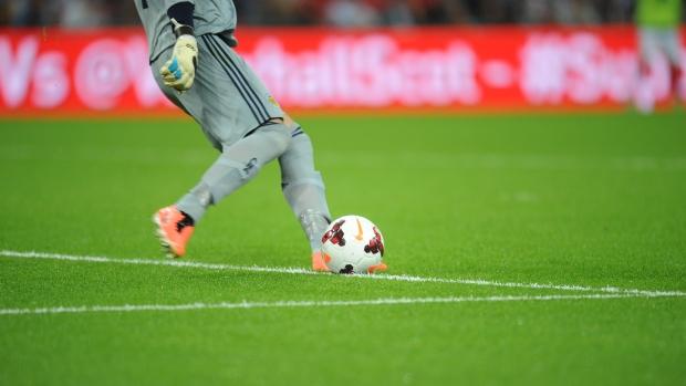 Peraturan Sepak Bola 13 : Tendangan Gawang