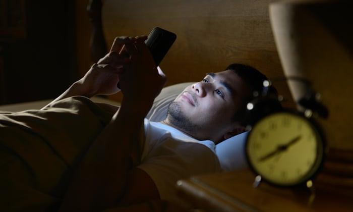 Dampak Negatif Handphone Berpengaruh pada Kesehatan