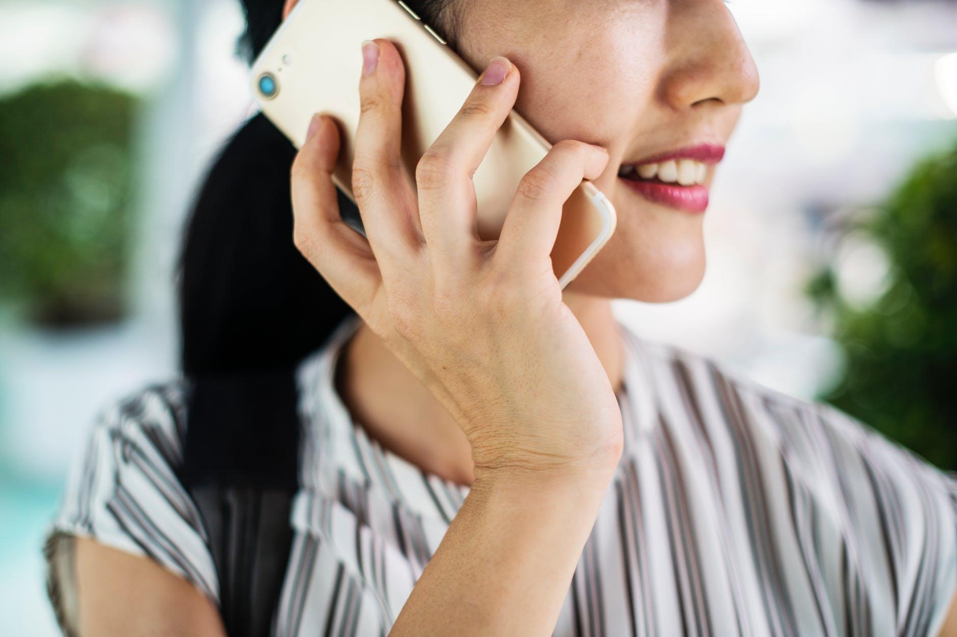 Dampak Positif Handphone Sebagai Media Komunikasi