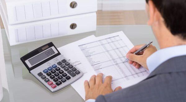 contoh jurnal penyesuaian perusahaan - biaya dibayar di muka