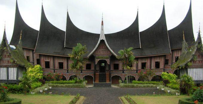 Rumah Adat Gadang dan keunikannya