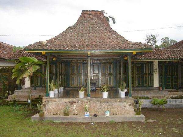 Rumah Adat Jawa Tengah (Rumah Kampung)