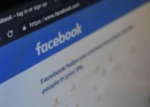 Beranda iklan politik di Facebook