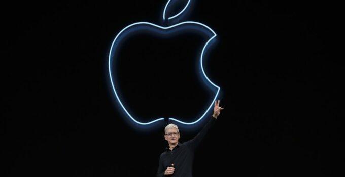 CEO Apple Tim Cook saat peluncuran iPhone 6 setelah Steve Jobs meninggal